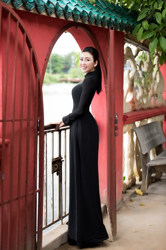 Nhat Phuong ao dai 12 NTK Võ Nhật Phượng ra mắt BST áo dài mới sau cơn suy kiệt tinh thần