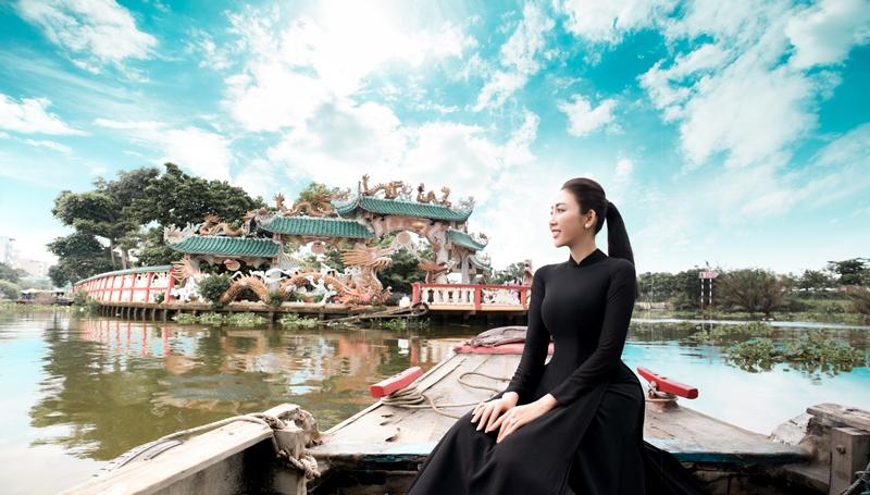 Nhat Phuong ao dai 16 NTK Võ Nhật Phượng ra mắt BST áo dài mới sau cơn suy kiệt tinh thần