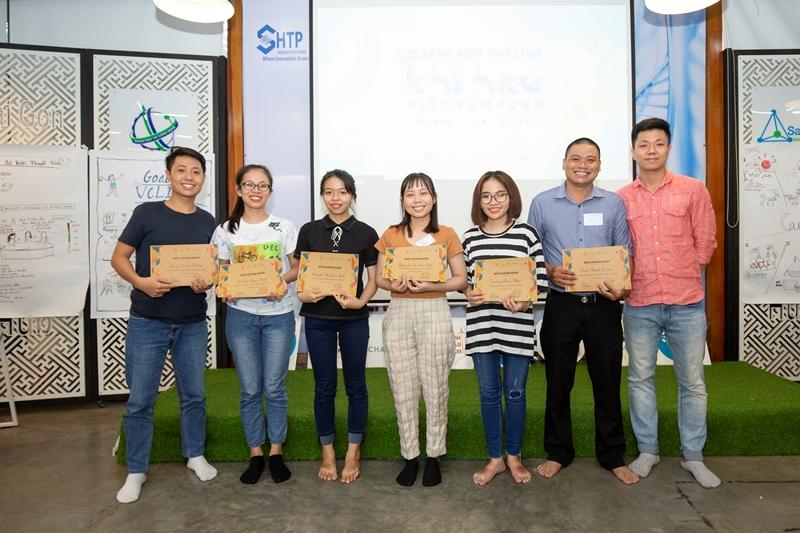 Ong Bắp Cày chụp hình lưu niệm ngày cuối 31 05 Các dự án nhận tài trợ Sáng kiến Thủ lĩnh Khí hậu Việt Nam 2020 đã chuẩn bị triển khai