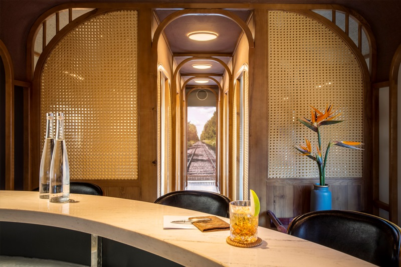 The Vietage Sit Up Bar With View The Vietage lăn bánh, mở ra trải nghiệm đẳng cấp thương gia du lịch bằng tàu hỏa