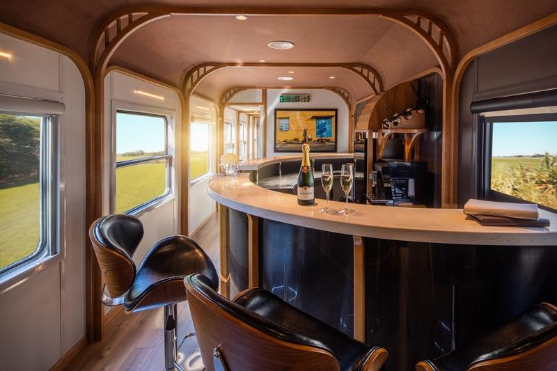 The Vietage Sit Up Bar The Vietage lăn bánh, mở ra trải nghiệm đẳng cấp thương gia du lịch bằng tàu hỏa