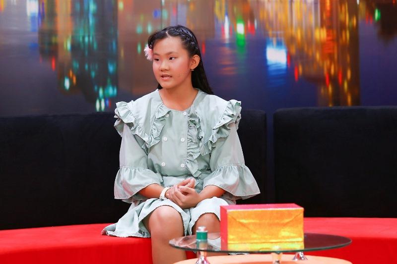"""Be Ha My trong Dieu Con Muon Noi 34 Cô bé 13 tuổi """"khó chịu"""" vì được mẹ bảo bọc, quan tâm như em bé"""