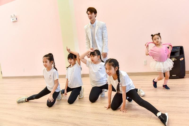 Á quân Hà Lộc và Lớp múa Cô gái vàng ballet Đỗ Hải Anh ra mắt Học viện đào tạo Unicorn Dance Academy