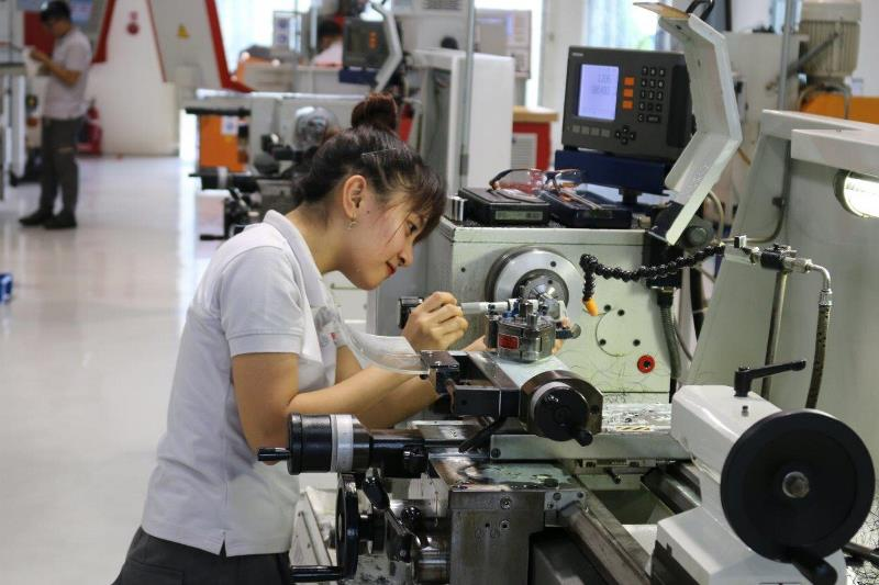 3 vận hành máy tiện 1 Đào tạo nghề song hành: Xu hướng chọn ngành mới của giới trẻ Việt