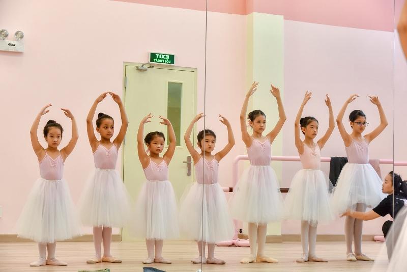 Buoi dien tap Cô gái vàng ballet Đỗ Hải Anh ra mắt Học viện đào tạo Unicorn Dance Academy