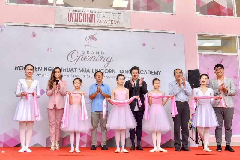 Lễ cắt băng khánh thành 2  Cô gái vàng ballet Đỗ Hải Anh ra mắt Học viện đào tạo Unicorn Dance Academy