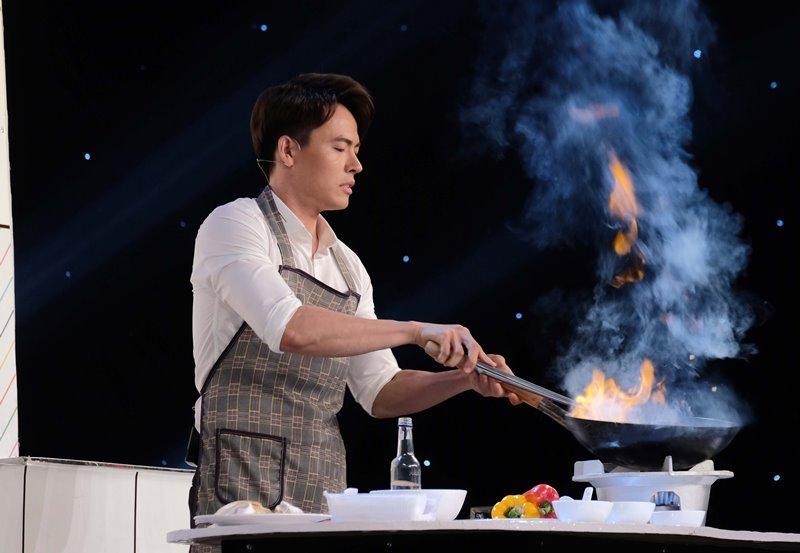 """Vo Tan Phat 1 """"Vào bếp cùng Phát"""" gây ấn tượng tại Én Vàng Nghệ Sĩ 2020"""
