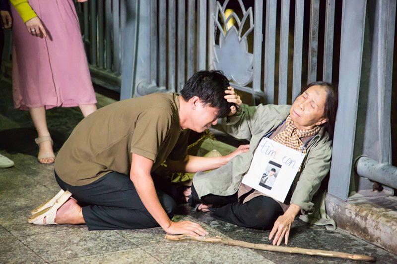 ho viet trung 1 Rơi nước mắt với MV mới đầy cảm xúc của Hồ Việt Trung kể về mẹ