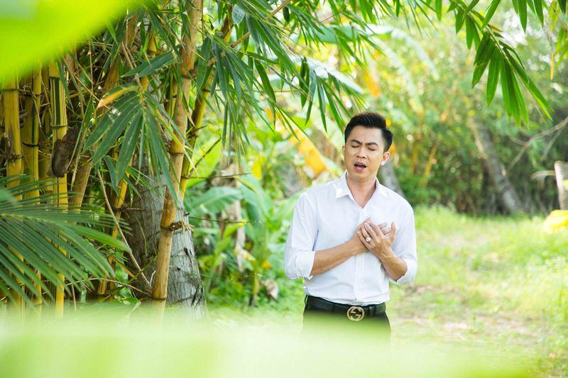 ho viet trung 4 Rơi nước mắt với MV mới đầy cảm xúc của Hồ Việt Trung kể về mẹ