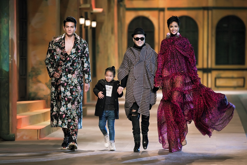 2018 Mix Match 14 khoảnh khắc vàng của Đỗ Mạnh Cường với thời trang Việt