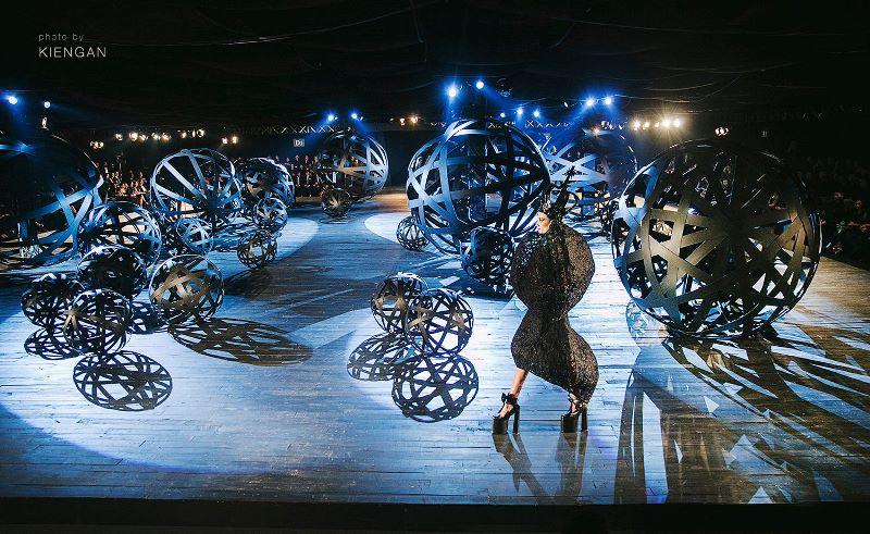 4 The little black dress 14 khoảnh khắc vàng của Đỗ Mạnh Cường với thời trang Việt
