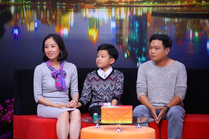 Be Minh Ky trong Dieu Con Muon Noi 4 Mẹ bị bệnh rối loạn tiền đình, cậu bé 11 tuổi muốn làm vệ sĩ bảo vệ mẹ