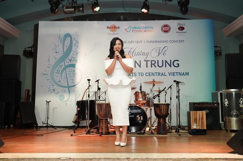 Ca sĩ Phương Vy Idol VinaCapital Foundation gây quỹ hơn 530 triệu VND qua chiến dịch Hướng về miền Trung