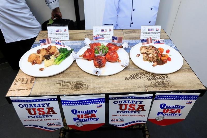 Hiệp Hội Trứng và Gia Cầm Mỹ 1 Bếp trưởng Norbert Ehrbar hướng dẫn món ăn từ thịt gà Mỹ: Vừa ngon lại dễ làm