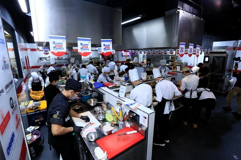 Hiệp Hội Trứng và Gia Cầm Mỹ 2 Bếp trưởng Norbert Ehrbar hướng dẫn món ăn từ thịt gà Mỹ: Vừa ngon lại dễ làm