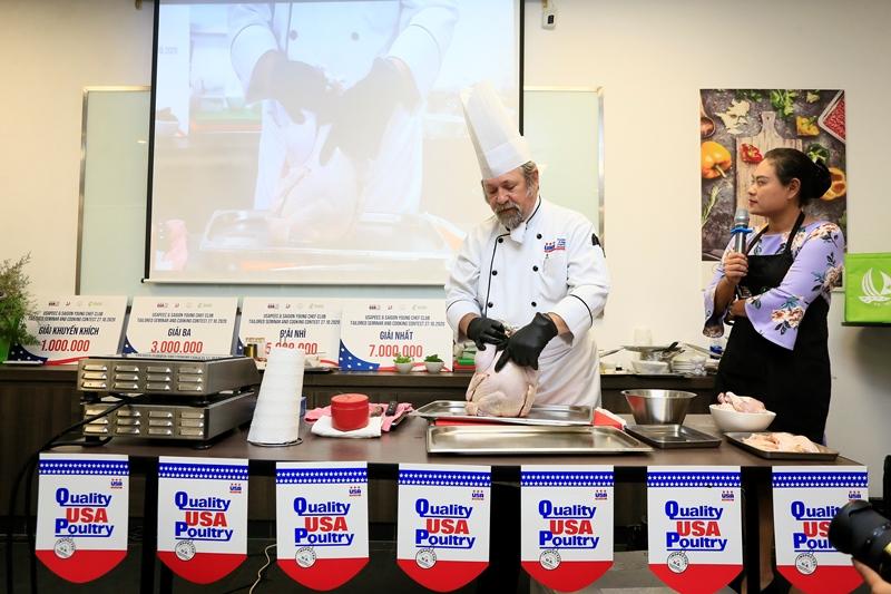 Hiệp Hội Trứng và Gia Cầm Mỹ 3 Bếp trưởng Norbert Ehrbar hướng dẫn món ăn từ thịt gà Mỹ: Vừa ngon lại dễ làm