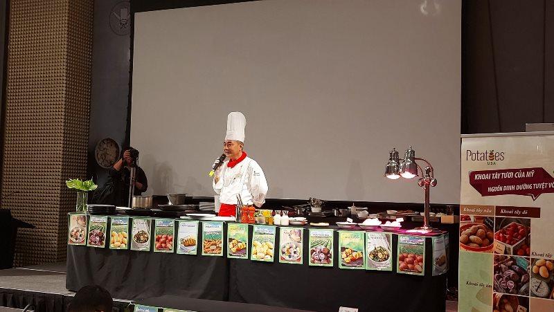 Potatoes USA 1 'Siêu đầu bếp' Lê Xuân Tâm hướng dẫn món ngon từ khoai tây Mỹ cho các đầu bếp trẻ