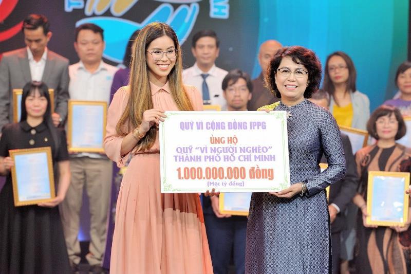 Tien Nguyen Giam doc Quy Vi Cong Dong IPPG trao 1 ty cho nguoi ngheo TP Ho Chi Minh Tiên Nguyễn tiếp tục ủng hộ người nghèo Thành phố Hồ Chí Minh 1 tỷ đồng