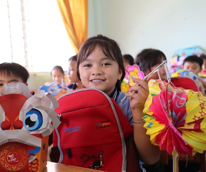 capitaland 2 CapitaLand trao quà và học bổng cho hơn 1.400 học sinh tại 4 trường CapitaLand Hope nhân dịp Trung thu