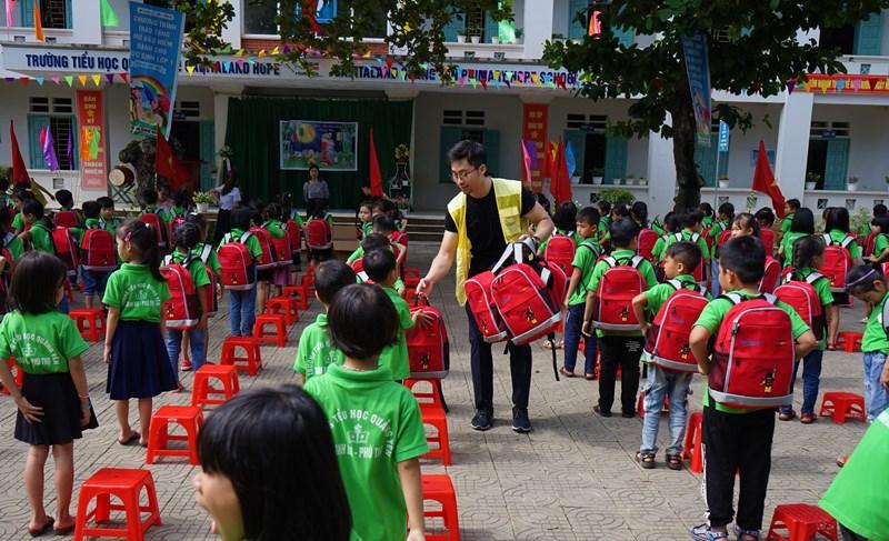 capitaland 4 CapitaLand trao quà và học bổng cho hơn 1.400 học sinh tại 4 trường CapitaLand Hope nhân dịp Trung thu
