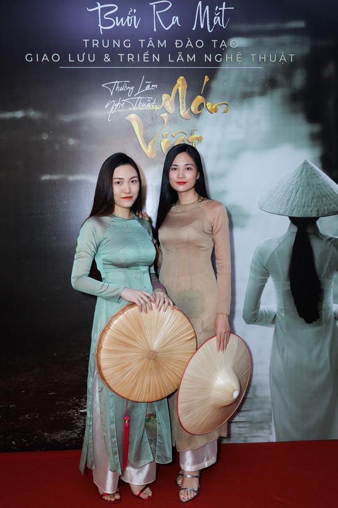le viet non lá 8 Hàng trăm nghệ sỹ mãn nhãn với thưởng lãm nón Việt của Đạo diễn Lê Việt