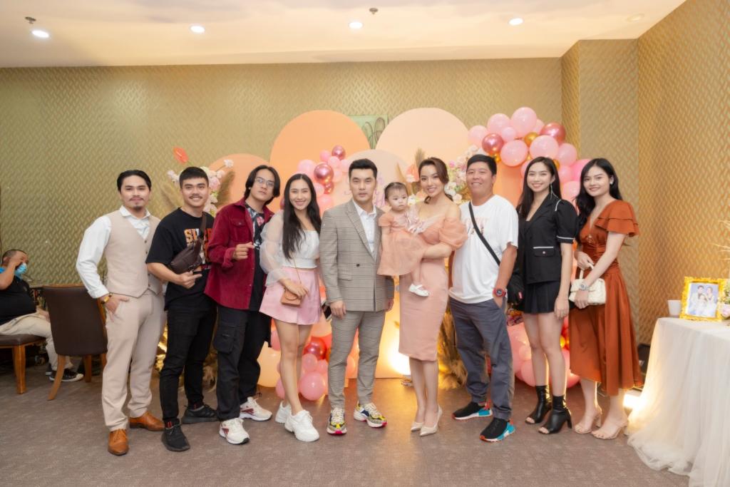 ung hoang phuc 1 Vợ chồng Ưng Hoàng Phúc – Kim Cương tổ chức tiệc sinh nhật tròn 1 tuổi cho con gái