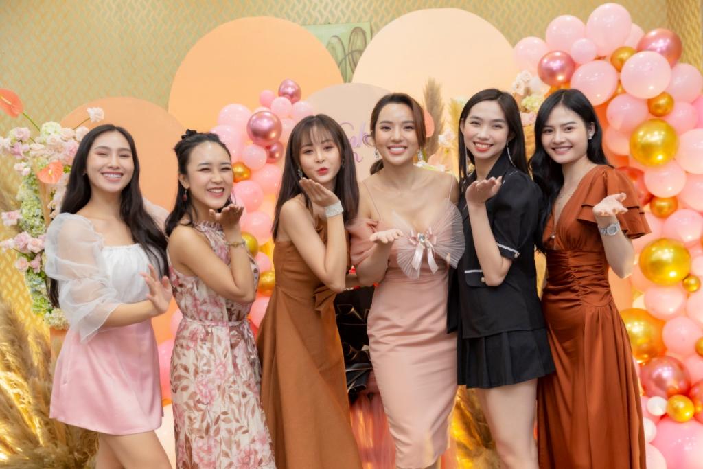 ung hoang phuc 7 Vợ chồng Ưng Hoàng Phúc – Kim Cương tổ chức tiệc sinh nhật tròn 1 tuổi cho con gái