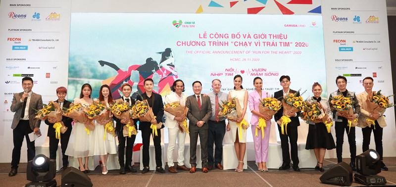 Ông Angus Liew và ông Rad Kivette cùng các Đại sứ của chương trình Chạy vì trái tim trở lại lần 8 với hình thức mới cùng loạt hoạt động hấp dẫn