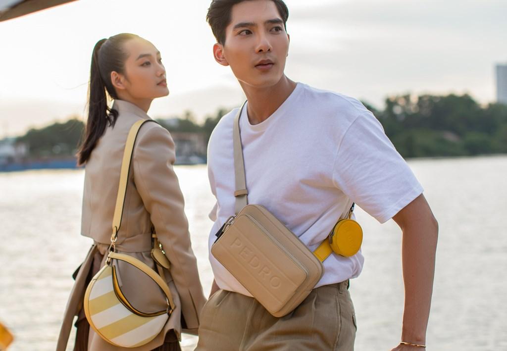 4.1 Người mẫu Quỳnh Anh và Phương Nam thời thượng với giày đôi và túi trong BST 10 năm PEDRO tại Việt Nam. BST mới của PEDRO vẫn khiến cộng đồng mạng điên đảo sau 1 tháng ra mắt