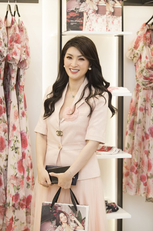 Hong NHung  Trương Quỳnh Anh, Nguyễn Hồng Nhung hội tụ tại sự kiện Neva