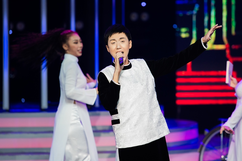 """LYNK LEE Lynk Lee hóa Quang Linh, Cara """"vào vai"""" Cẩm Ly ở tập mở màn Gương Mặt Thân Quen"""