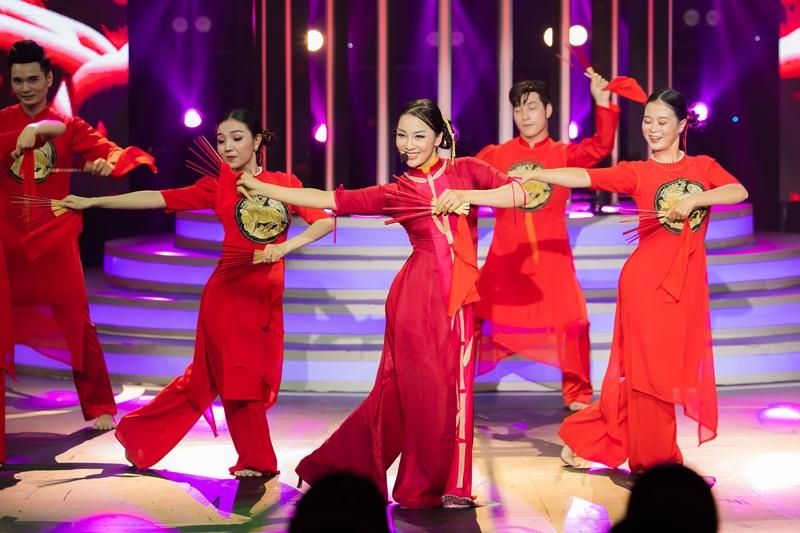 """PHAM LICH Lynk Lee hóa Quang Linh, Cara """"vào vai"""" Cẩm Ly ở tập mở màn Gương Mặt Thân Quen"""