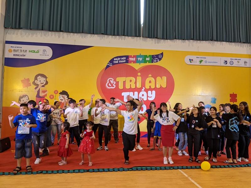 tre tu ky 1 Hơn 350 trẻ tự kỷ hào hứng tham gia hội thao mừng ngày nhà giáo