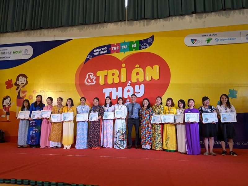 tre tu ky 2 Hơn 350 trẻ tự kỷ hào hứng tham gia hội thao mừng ngày nhà giáo