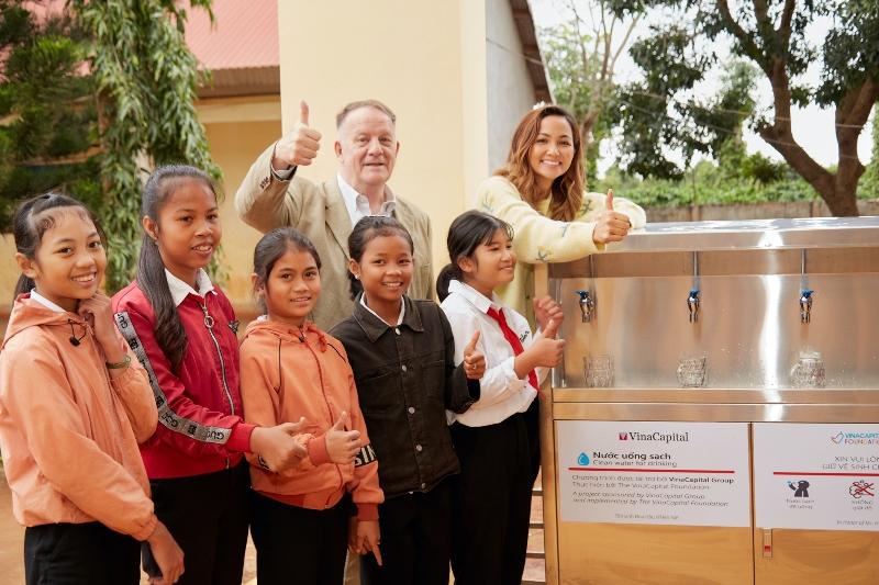 Hoa hau HHen Nie Trao he thong loc nuoc35 VinaCapital Foundation và Quỹ Học bổng Vừ A Dính trao 225 suất học bổng cho trẻ em huyện Cư M'gar, Đắk Lắk