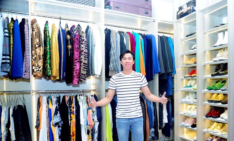 Tủ quần áo trang phục đi diễn 2 Không gian sống đơn giản nhưng đầy tinh tế của ca sĩ Hồ Việt Trung