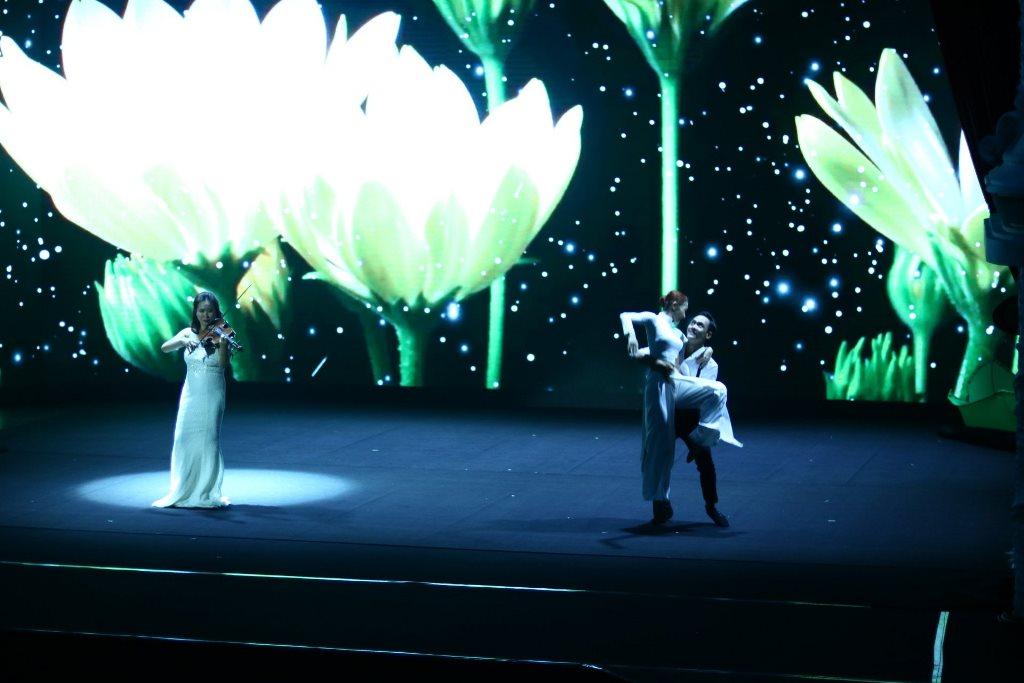 the gioi nuoc 2 Thế giới nước   Show diễn khiến người xem mãn nhãn với hiệu ứng hình ảnh 3D trên sân khấu