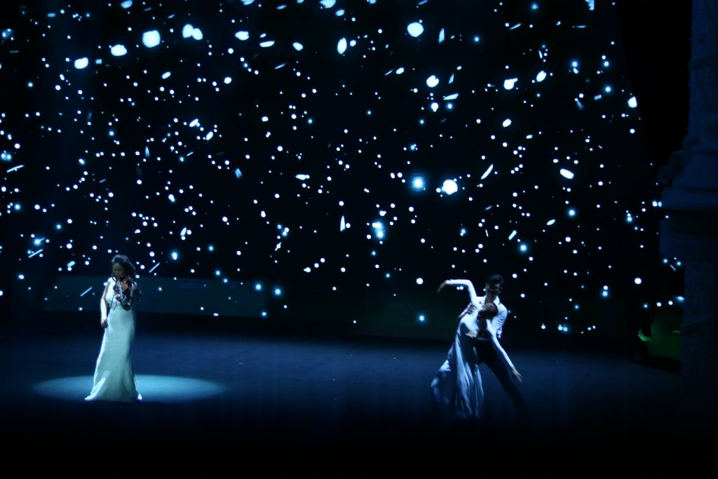 the gioi nuoc 3 Thế giới nước   Show diễn khiến người xem mãn nhãn với hiệu ứng hình ảnh 3D trên sân khấu
