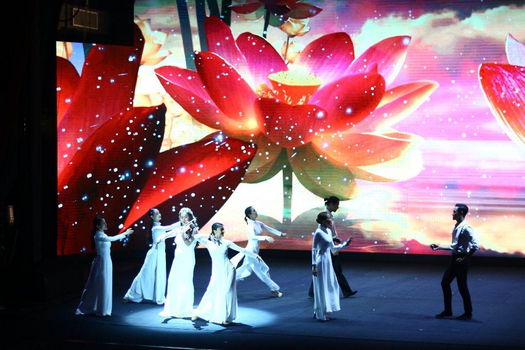the gioi nuoc 4 Thế giới nước   Show diễn khiến người xem mãn nhãn với hiệu ứng hình ảnh 3D trên sân khấu
