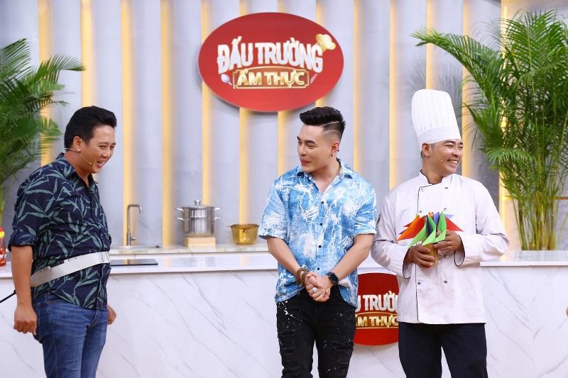 Đấu Trường Ẩm Thực 5 Lê Dương Bảo Lâm bất ngờ với khả năng nấu ăn cực chuyên nghiệp của Lê Nam