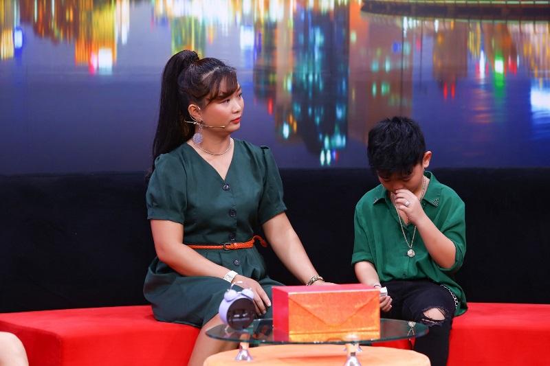"""BE NGOC KHANG TRONG DCMN 27 Cậu bé 10 tuổi rơi nước mắt, thổ lộ """"tôn trọng quyết định ly thân của ba mẹ"""""""