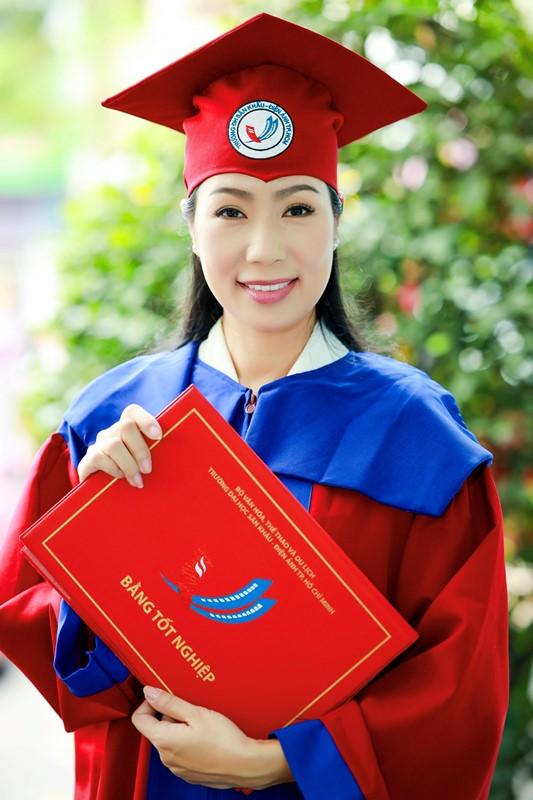 NSƯT Trịnh Kim Chi 1 NSƯT Trịnh Kim Chi hạnh phúc khi nhận bằng tốt nghiệp đạo diễn điện ảnh truyền hình