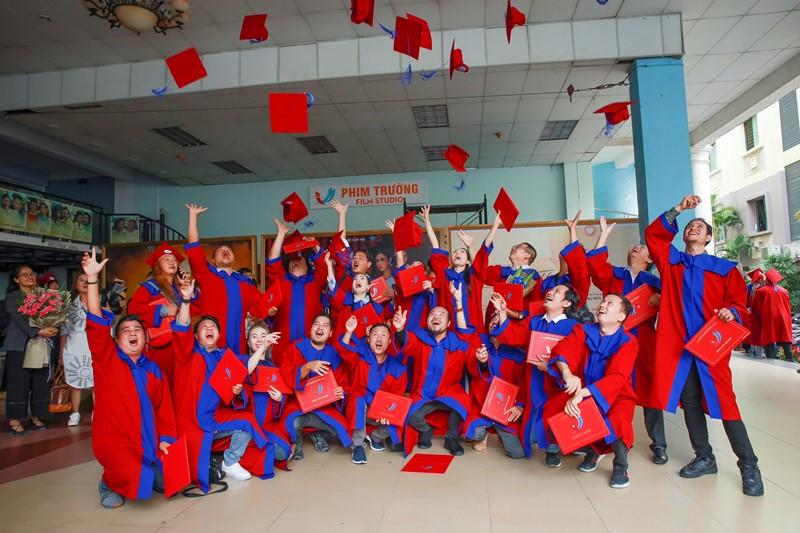 NSƯT Trịnh Kim Chi 3 NSƯT Trịnh Kim Chi hạnh phúc khi nhận bằng tốt nghiệp đạo diễn điện ảnh truyền hình