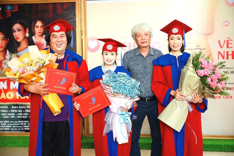 NSƯT Trịnh Kim Chi 5 NSƯT Trịnh Kim Chi hạnh phúc khi nhận bằng tốt nghiệp đạo diễn điện ảnh truyền hình