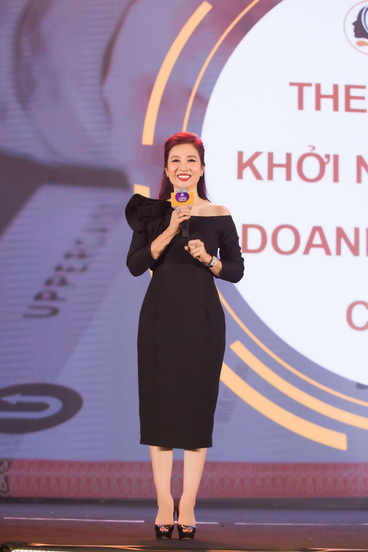 Á hậu Quý bà Thế giới Nguyễn Thu Hương Nhà sáng lập mạng lưới WSUN chia sẻ trong Diễn đàn Diễn Đàn Phụ Nữ Khởi Nghiệp Trên Nền Tảng Số: Mở ra nhiều cơ hội cho phụ nữ Việt