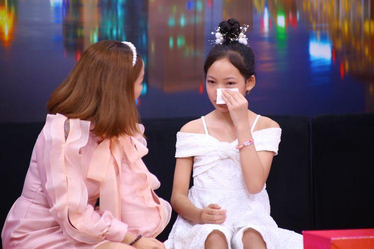Be Khanh Thao trong Dieu Con Muon Noi 38 Cô bé 11 tuổi không giấu bạn bè việc mẹ đi lượm ve chai vì sợ mẹ tủi thân