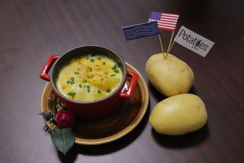 KHOAI TAY DUC LO VOI SOT PHO MAI Bếp trưởng Lê Xuân Tâm truyền nghề món ngon từ khoai tây Mỹ cực hấp dẫn, dễ làm