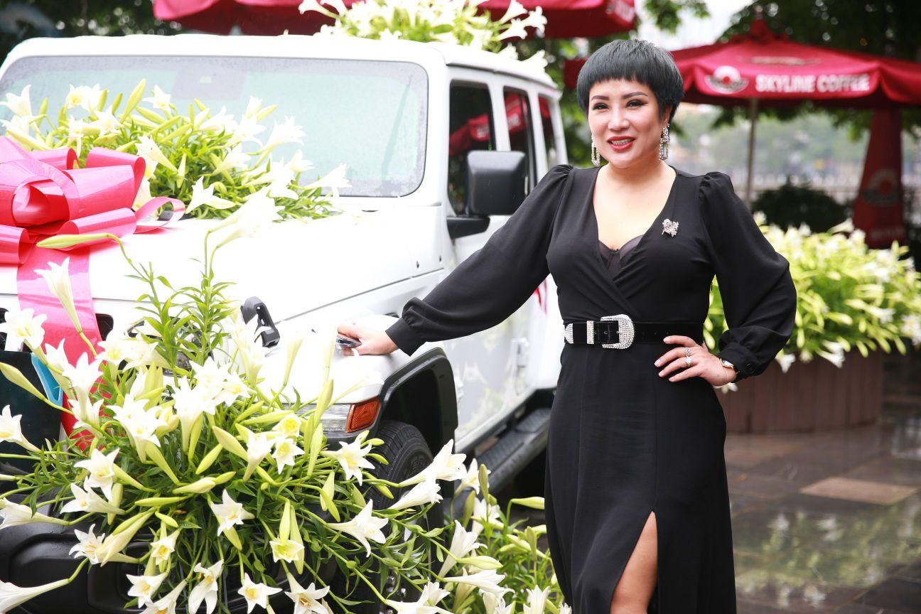 Ca sĩ Doanh nhân – Nguyễn Thu Trang 1 Ca sĩ Doanh nhân Nguyễn Thu Trang sở hữu xe khủng của Mỹ   Jeep Wrangler lần đầu tiên có mặt tại Hà Nội