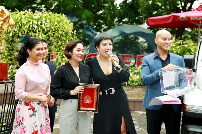 Ca sĩ Doanh nhân – Nguyễn Thu Trang 3 Ca sĩ Doanh nhân Nguyễn Thu Trang sở hữu xe khủng của Mỹ   Jeep Wrangler lần đầu tiên có mặt tại Hà Nội