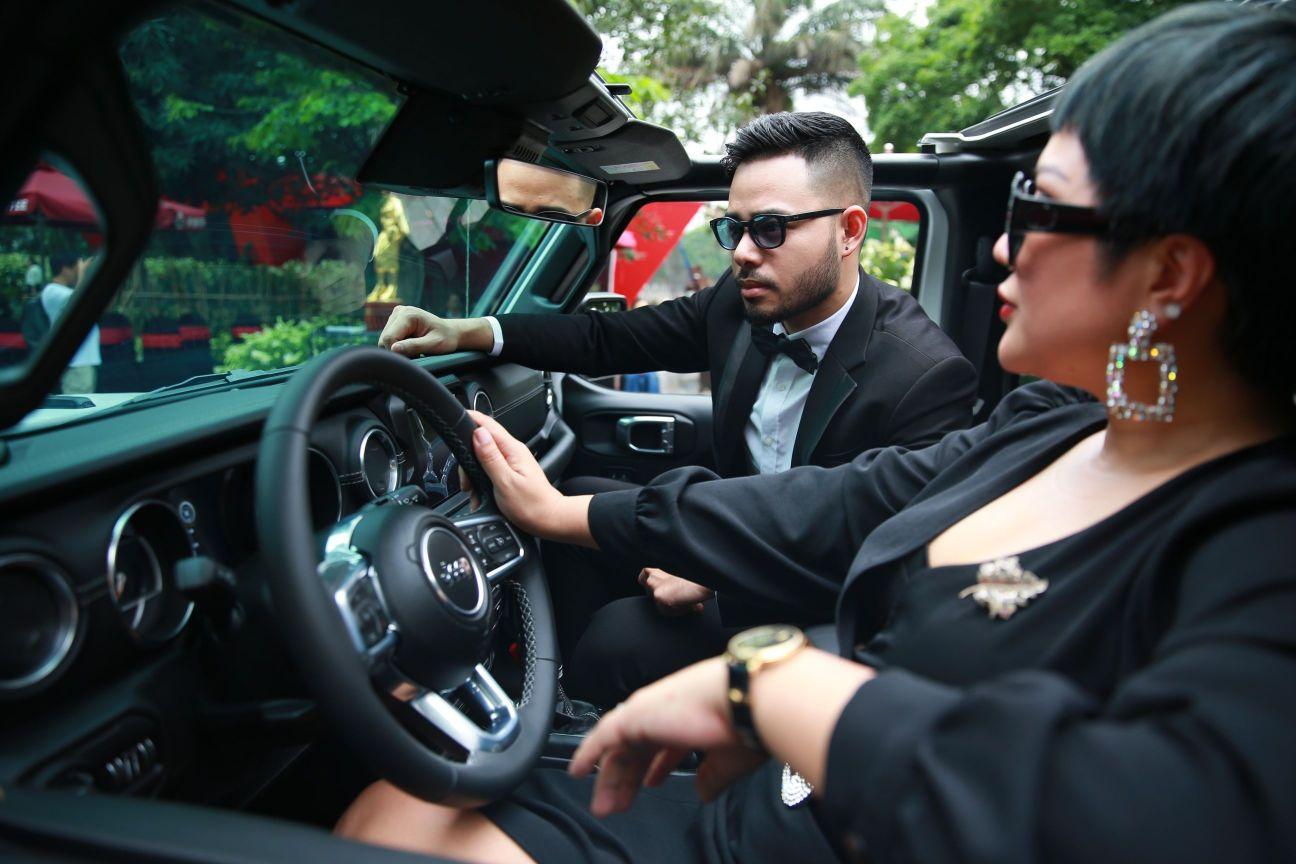 Ca sĩ Doanh nhân – Nguyễn Thu Trang 5 Ca sĩ Doanh nhân Nguyễn Thu Trang sở hữu xe khủng của Mỹ   Jeep Wrangler lần đầu tiên có mặt tại Hà Nội
